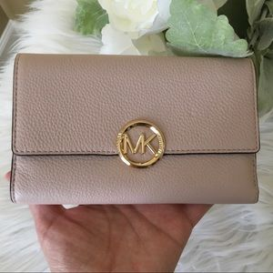 NWT Michael Kors Large Lillie carryall wallet